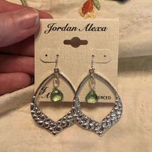 🆕Silver earrings green crystal dangle Beautiful